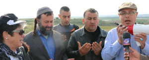 AR-Gaza-Cross-Border-Praying-On-TV A7